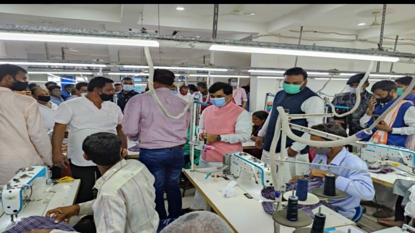 शाहनवाज हुसैन ने गारमेंट्स मैनुफैक्चरिंग यूनिट का किया उद्घाटन,100 जूकी मशीनों से तैयार होंगे कपड़े