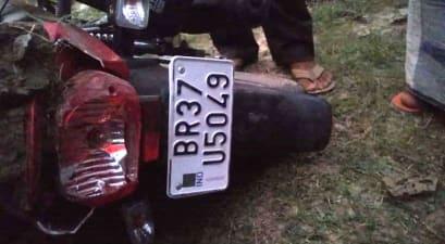 अनियंत्रित होकर पेड़ से टकराई बाईक, मौके पर युवक की मौत