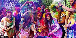 रंग से न डरे, मज़े से खेले होली और इन तरीकों से आराम से छुटाएं रंग