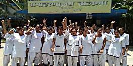 पेयजल संकट से फूटा एएनएम छात्राओं का गुस्सा, जिलाधिकारी कार्यालय में किया जमकर हंगामा