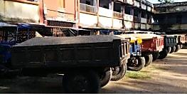 खनन विभाग की बड़ी कार्रवाई :  अवैध बालू लदे डेढ़ दर्जन ट्रैक्टर जब्त, 11 चालक हिरासत में