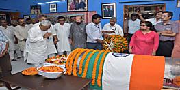 पूर्व मुख्यमंत्री जगन्नाथ मिश्रा के अंतिम दर्शन के लिए पटना आवास पर रखा गया पार्थिव शरीर, श्रद्धांजलि देने वालों का लगा तांता