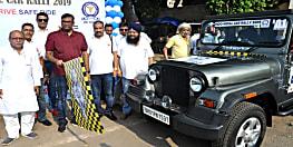 मगध मोटर्स स्पोर्ट्स क्लब ने किया इंडो-नेपाल कार रैली का आयोजन, जिलाधिकारी ने हरी झंडी दिखाकर किया रवाना