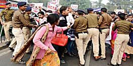 नियोजित शिक्षकों के पेट-पीठ पर एक साथ चोट कर रही सरकार, फिर भी हड़ताल पर अडिग हैं टीचर