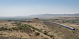 होली में बिहार आने के लिए मची है मारामारी, अपनों से मिलने आना है तो देखिए स्पेशल ट्रेनों की लिस्ट