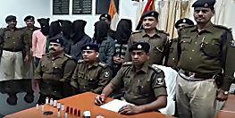 बड़ी घटना को अंजाम देने से पहले 4 अपराधी चढ़े पुलिस के हत्थे, कई हथियार भी बरामद