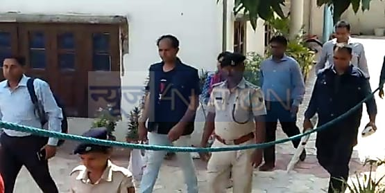 एनआईए की छापेमारी में संतोष पांडेय के घर से AK-47 मिलने की खबर