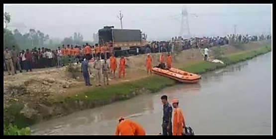 बड़ा हादसा : नहर में गिरी बारातियों से भरी गाड़ी, 22 बचाए गए 7 की तलाश जारी