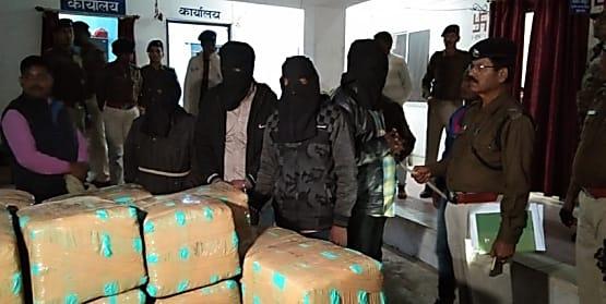 गुमला में गांजा तस्करी का पुलिस ने किया भंडाफोड़, 739 किलो गांजे के साथ 5 को किया गिरफ्तार