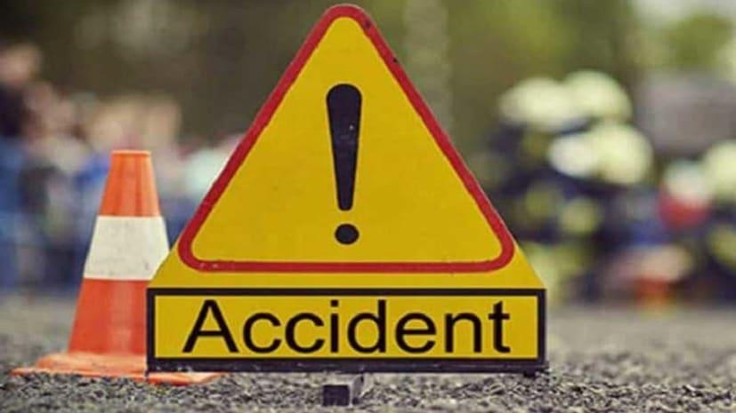 बड़ा सड़क हादसा: यात्रियों से भरी बस पलटी, 1 की मौत 25 घायल