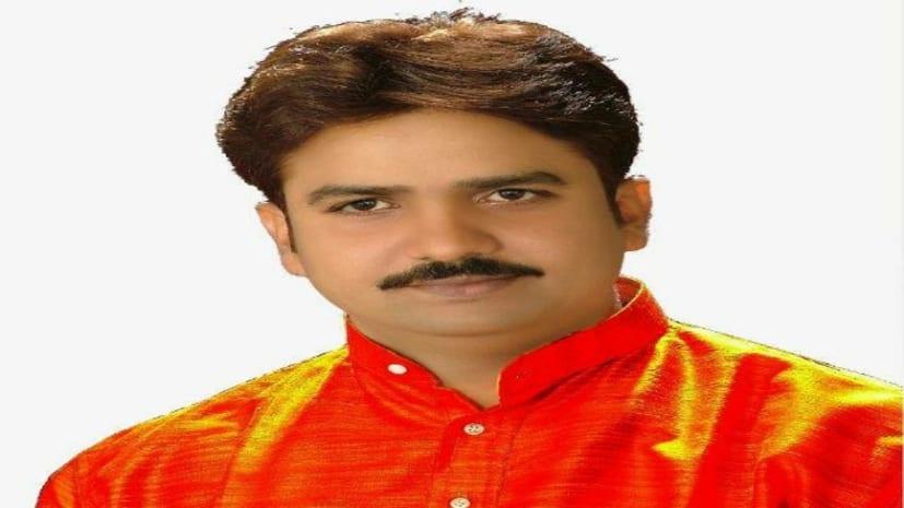 पूर्व एमएलसी हुलास पाण्डेय और उनके करीबियों के 12 ठिकानों पर हुई रेड में रायफल समेत 29 लाख कैश बरामद...
