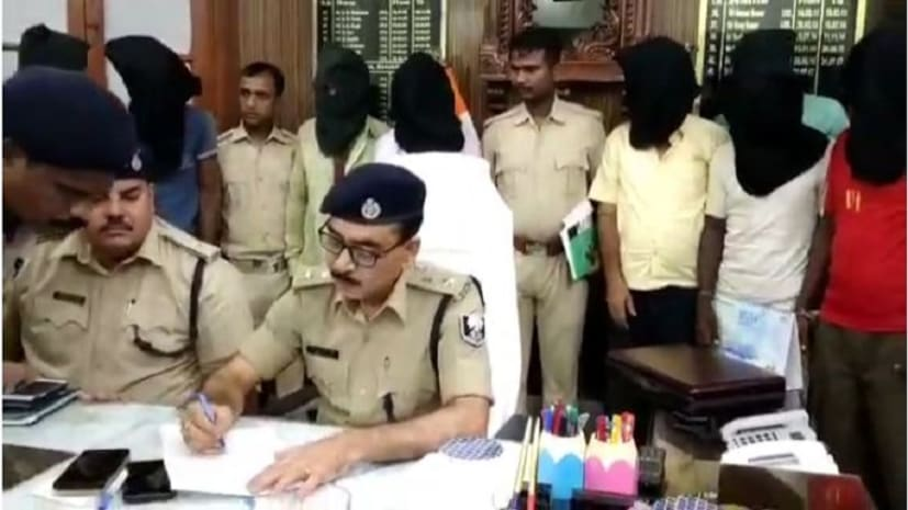 मोतिहारी में पुलिस को मिली सफलता, चोरी के ट्रक के साथ आठ को किया गिरफ्तार