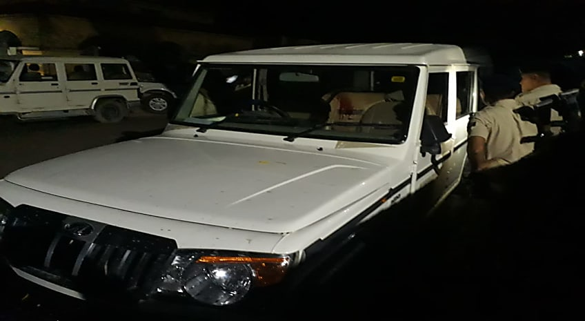 अपराधियों का दुस्साहसः पहले पुलिसकर्मियों पर ताबड़तोड़ फायरिंग की फिर एके-47 लूटकर हुए फरार