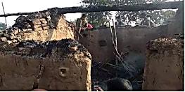 नवादा में महादलित परिवार के चार घरों में लगाई आग