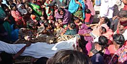 दो पक्षों की झड़प में युवक की मौत, शव को रख आक्रोशित ग्रामीणों ने काटा बवाल