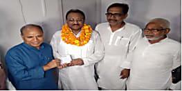 JDU में शामिल हुए पूर्व IAS ललन सिंह, पार्टी के राष्ट्रीय महासचिव RCP SINGH ने दिलाई पार्टी की सदस्यता