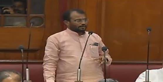 राबड़ी देवी ने मंत्री श्याम रजक को कह दिया- बैठिए, आपको विभाग की कोई जानकारी नहीं रहती