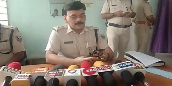 कैमूर पुलिस की बड़ी कार्रवाई, चांदी का सिक्का दिलाने के नाम पर लूट करनेवाले 4 गिरफ्तार