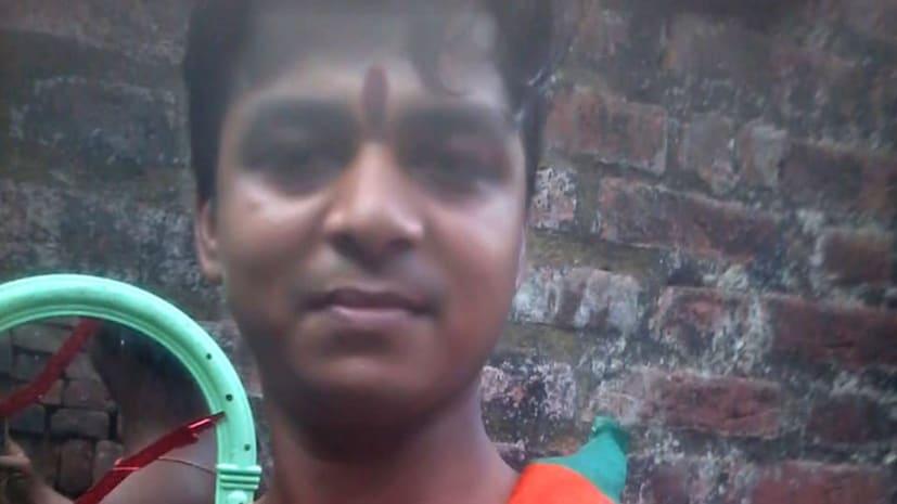 नरेन्द्र मोदी की जीत पर युवक ने अपने तरीके से जाहिर की ख़ुशी, चाकू से सीने पर लिखा मोदी
