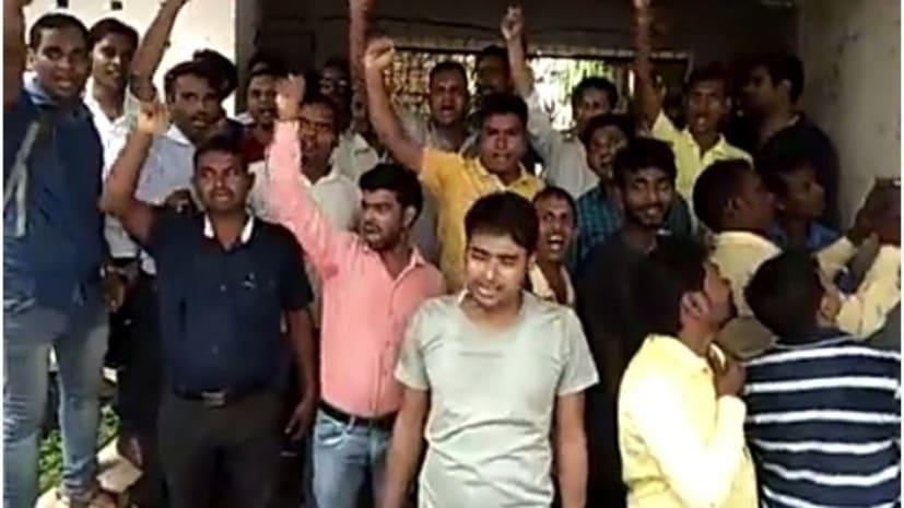 सासाराम में शिक्षक अभ्यर्थियों ने किया जमकर हंगामा, रोस्टर जारी नहीं करने का लगाया आरोप