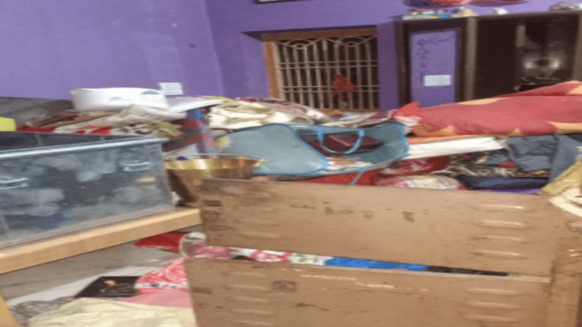 बंद घर का ताला तोड़ गहने सहित तीन लाख के सामानों की चोरी, अमेरिकी की सौ डॉलर पर भी चोरो ने किया हाथ साफ़