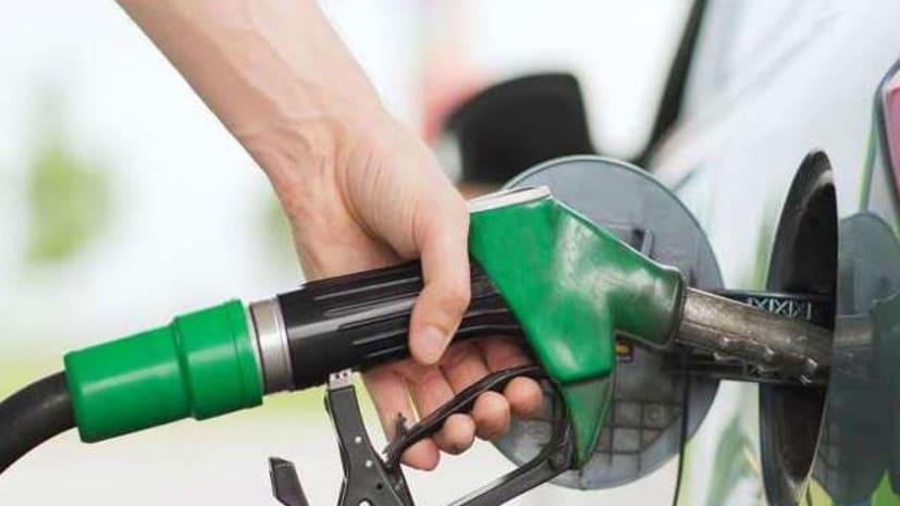 तेल कंपनियों ने लगातार चौथे दिन पेट्रोल और डीजल के दाम बढ़ाए, डीजल 19 पैसे तो पेट्रोल 7 पैसे तक बढ़ा