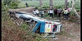 तेज़ रफ़्तार से आ रही बस खाई में गिरी, हादसे में 12 लोग घायल