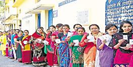 तीसरे चरण में महिलाओं की रिकार्ड वोटिंग से प्रत्याशियों के उड़े होश, जानिए आखिर किसको जिताने के लिए आधी आबादी कर रही जोरदार मतदान?