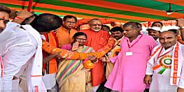 गिरिराज सिंह ने बीजेपी प्रदेश अध्यक्ष संजय जायसवाल के साथ भरी हुंकार...शिवहर में धारा-370 की समाप्ति पर आयोजित था कार्यक्रम