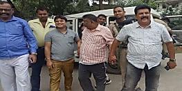 अभी-अभी : पटना में राजस्व विभाग के सर्किल इंस्पेक्टर को घूस लेते निगरानी ने रंगे हाथों दबोचा