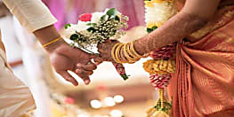 थाने में प्रेमी जोडें के  हाईवोल्टेज ड्रामा  के बाद मंदिर में शादी...पिछले दो वर्षों से कर रहा था यौन शोषण ...