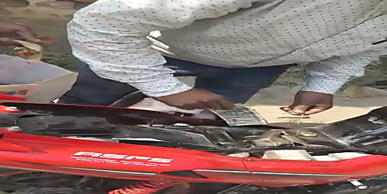 मुजफ्फरपुर में 39 लाख रूपये के साथ बाइक सवार शख्स गिरफ्तार, जांच में जुटी पुलिस