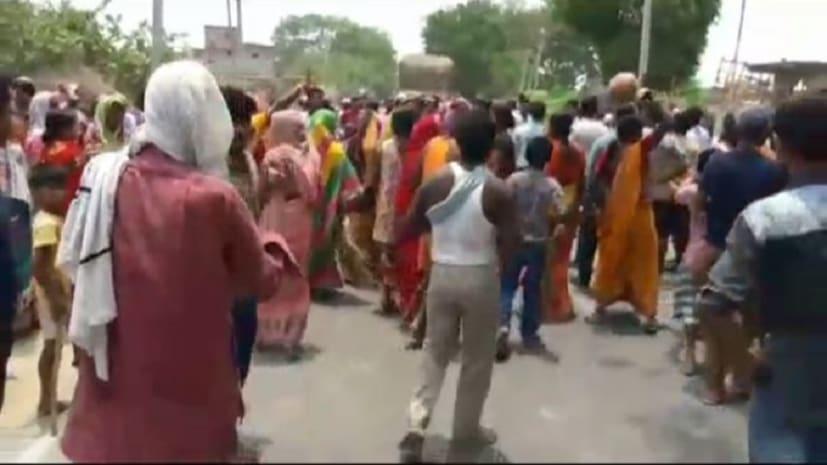 बेगूसराय में लोगों ने किया सड़क जाम, प्रशासन पर लगाया मारपीट का आरोप