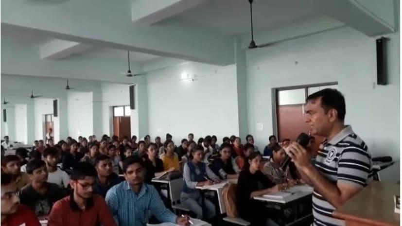 मुजफ्फरपुर पुलिस की अनोखी पहल, गरीब और जरुरतमंद छात्रों को पुलिस पाठशाला में मिल रही मुफ्त शिक्षा