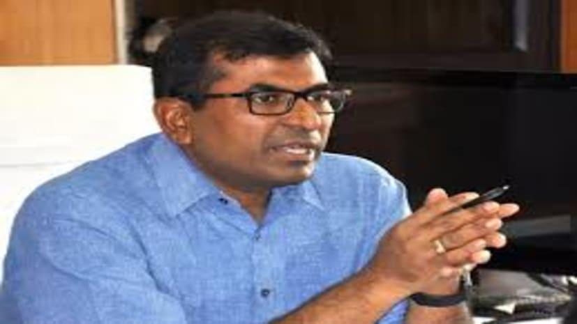 थोक व्यापारियों के साथ डीएम कुमार रवि ने की बैठक, दिए कई निर्देश