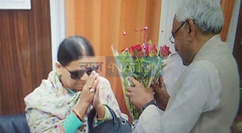 राबड़ी देवी ने सीएम नीतीश को गुलदस्ता देकर किया स्वागत..कयासों का बाजार गर्म
