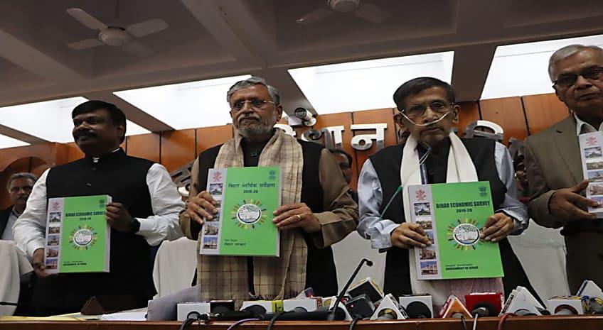 नीतीश सरकार का दावा..बिहार में हवाई जहाज से यात्रा करने वालों की संख्या में 35.6 फीसदी की वृद्धि, बिजली क्षेत्र में 100 फीसदी मांग बढ़ी