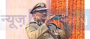 गांधी मैदान में जब फोटोग्राफर बन गए डीजीपी साहब, देखें वीडियो...