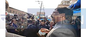मुख्यमंत्री का दिखा नया अवतार, सड़क किनारे ली कुल्हड़ चाय की चुस्की
