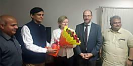 बिहार बीजेपी दफ्तर पहुंचे दो देश के राजनयिक, बिहार में हो रहे समाजिक व आर्थिक बदलाव के लेकर हुई चर्चा