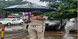 डीजीपी गुप्तेश्वर पांडेय ने पुलिसकर्मी की तस्वीर शेयर कर कहा- हमें गर्व है ऐसे जवान पर...