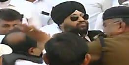 गणतंत्र दिवस पर तिरंगा फहराने को लेकर भिड़े कांग्रेसी नेता, जमकर चले थप्पड़-घूंसे