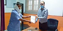 पूर्व मंत्री अजीत कुमार ने डीएम से की मुलाकात, विजय छपरा-बगाही गंडक बांध सड़क के जीर्णोद्धार के लिये सौंपा ज्ञापन