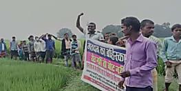 कैमूर में जनप्रतिनिधि के खिलाफ आक्रोश, ग्रामीणों ने कहा- वोट नहीं देंगे