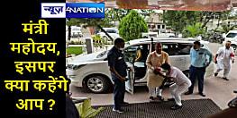 मंत्री का आशीर्वाद जरूरी! बिहार के एक सिविल सर्जन ने स्वास्थ्य मंत्री मंगल पांडेय के छुए पैर, तस्वीर वायरल...