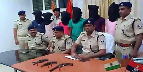 बेतिया में पुलिस को मिली सफलता, कुख्यात दस्यू सरगना के साथ अन्य छह को किया गिरफ्तार