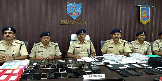 बोकारो पुलिस ने कुख्यात अपराधी दानिश को किया गिरफ्तार, बाइक के साथ चोरी के कई सामान बरामद
