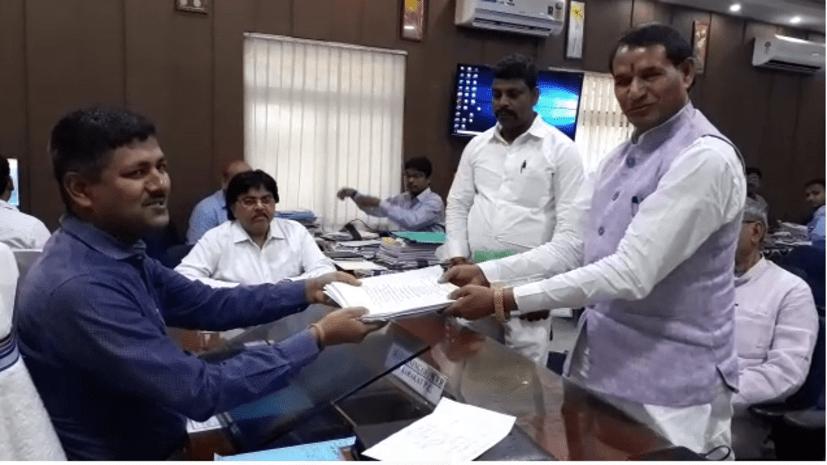 काराकाट से एनडीए प्रत्याशी महाबली सिंह ने किया नामांकन, कहा-विकास कार्यों पर वोट करेगी जनता