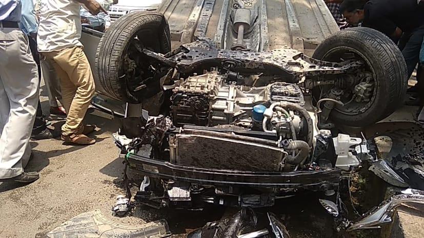 पटना में शराब के नशे में धुत कार चालक ने ठेला चालक को रौंदा, आगे जाकर डिवाइडर से टकराकर पलटी गाड़ी