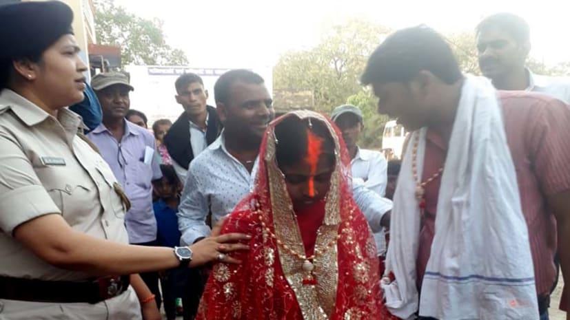 लड़के के शादी से इंकार करने पर लड़की पहुंची थाने, पुलिस ने थाने में कराई शादी